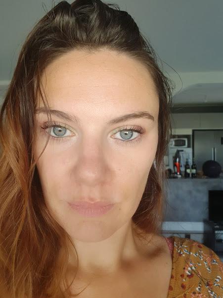 maquillage des yeux avec les palettes action dupe huda beauty